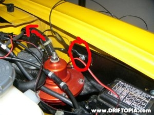 Image showing the grounding wire for the boost gauge on the Honda S2000